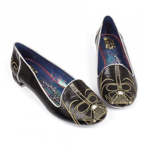"""A marca de sapatos londrina Irregular Choice criou vários modelos inspirados em Star Wars. O modelo """"Darth Vader"""" é vendido no site da loja por 110 libras (cerca de R$ 628)"""