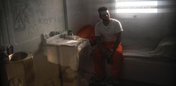 Ariel Martinez em sua cela solitária na Ilha de Rikers, em Nova York