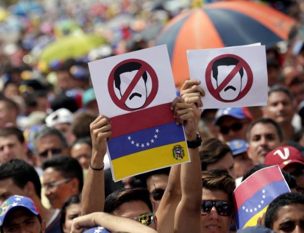 Manifestantes protestam contra o governo do presidente Nicolás Maduro, em Caracas, na Venezuela