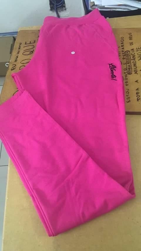 Uniformes de presidiários e roupas para visitantes da marca Liberta!, criada pela empresária Gladys Dantas