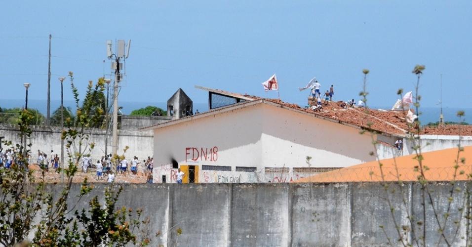 Presos ocupam telhados da Penitenciária Estadual de Alcaçuz, em Nísia Floresta, na região metropolitana de Natal (RN)