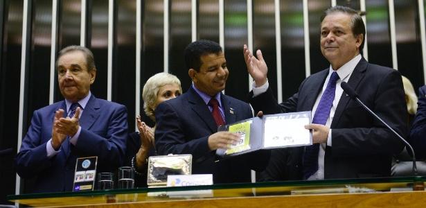 Deputado Jovair Arantes (à dir.) concorre à presidência da Câmara