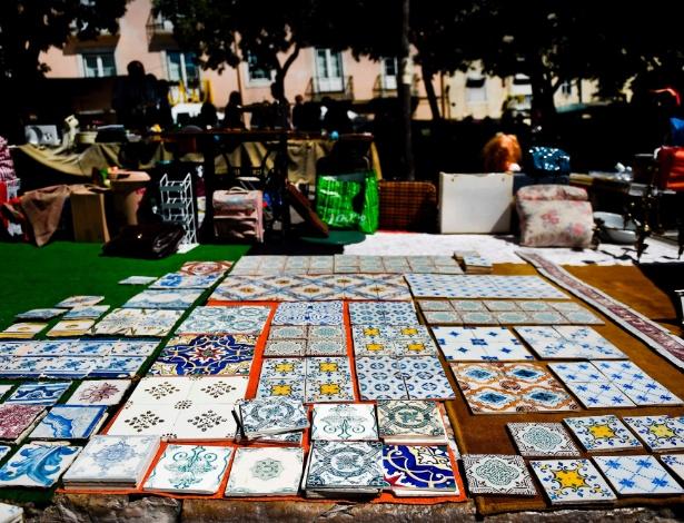 """Azulejos na """"Feira da Ladra"""", um mercado de rua em Lisboa"""