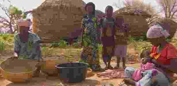 No Níger, as mulheres têm, em média, 7,6 filhos cada- e na zona rural de Zinder a taxa é ainda maior - BBC - BBC