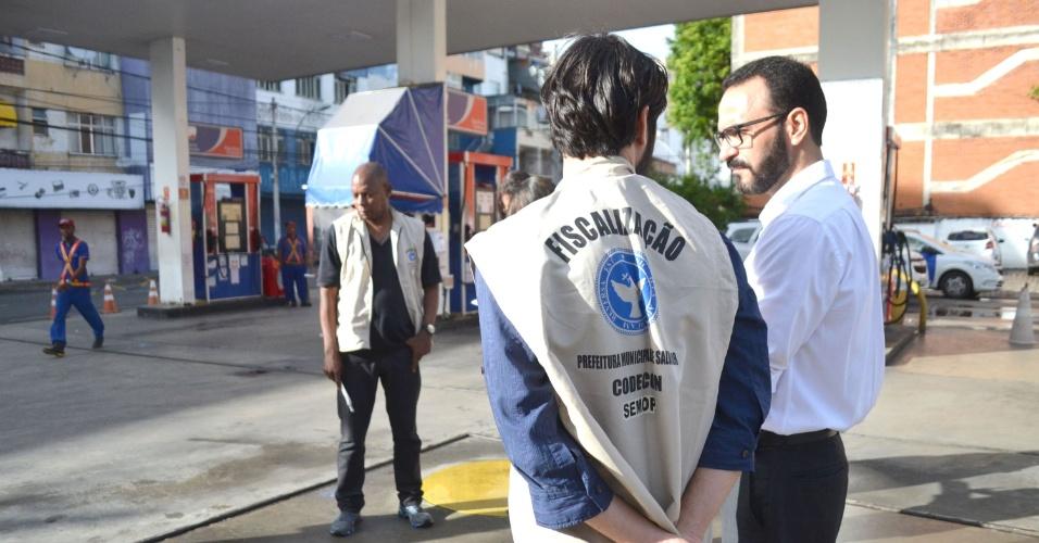 25.05.2018 - Fiscalização do Codecon em posto de gasolina em Salvador (BA)