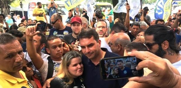 Flávio Bolsonaro (PSL) cumpriu agenda de campanha nesta quarta-feira (26), no Rio