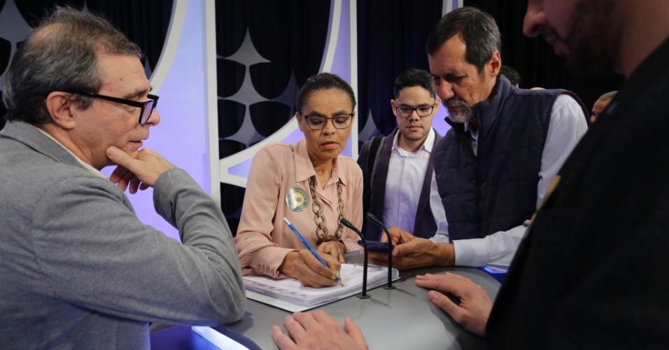 Equipe de Marina Silva (Rede) pouco antes do início do debate presidencial