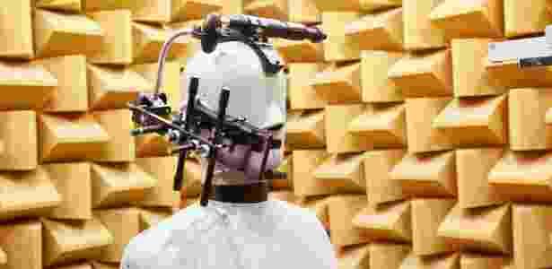 Teste de som é feito em sala de silêncio absoluto e outra barulhenta - Divulgação - Divulgação