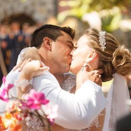 Suzielle Réquia de Barros e Thiago de Barros durante a cerimônia de casamento - Marcelo Kuczura Photography/Casamentos.com.br