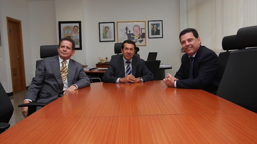 Luiz Alberto Bambu (esq.) em reunião com o então presidente da Valec José Francisco das Neves (centro) e o ex-governador de Goiás Marconi Perillo (dir,) em maio de 2011 em Brasília - Henrique Luiz - 11.mai.2011/Reprodução/Flickr/Marconi Perillo