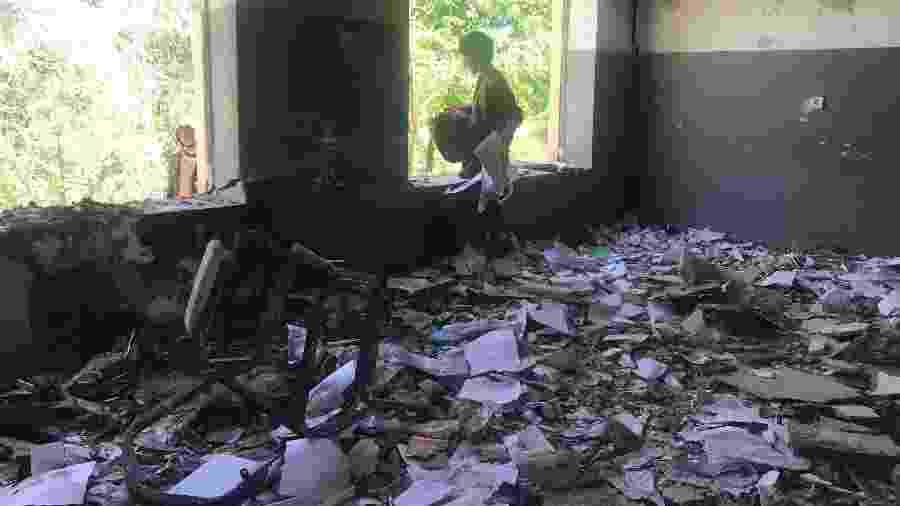 Sala de aula bombardeada na aldeia de Naw Deh, na província de Farah, no Afeganistão - Najim Rahim/The New York Times