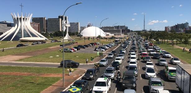 Na Esplanada dos Ministérios | Ato pró-Bolsonaro no DF tem carreata, ataques ao STF e à quarentena
