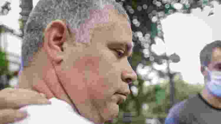 O bombeiro Maxwell Simões Correa é conduzido por policiais após ser preso - Diego Maranhão/AM Press & Images/Estadão Conteúdo - Diego Maranhão/AM Press & Images/Estadão Conteúdo