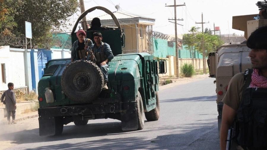 Talibãs cercaram, nesta segunda-feira (21), a cidade-chave de Kunduz, no nordeste do Afeganistão, aumentando a pressão sobre as forças do governo obrigadas a abandonar vários distritos - Nasir Waqif/AFP