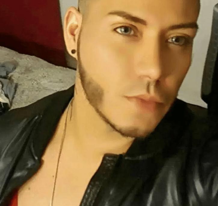 Juan P. Rivera Velazquez, 37, estava na boate Pulse com Luis Conde, que também foi morto após o tiroteio. Ele nasceu na cidade de Barceloneta, em Porto Rico, e morava em Orlando. Juan era dono de um salão de beleza