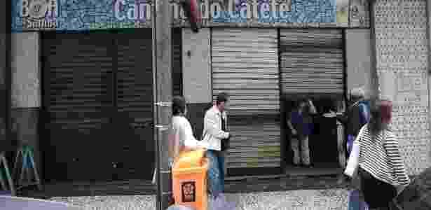 Comerciante fecha as portas no Rio - Júlio César Guimarães/UOL - Júlio César Guimarães/UOL