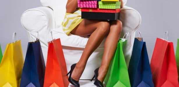 http://conteudo.imguol.com.br/c/noticias/3a/2016/10/31/compras-compulsivas-oniomania-impulso-compras-economia-gastos-excessivos-viciado-em-compras-1477940314925_956x500.jpg
