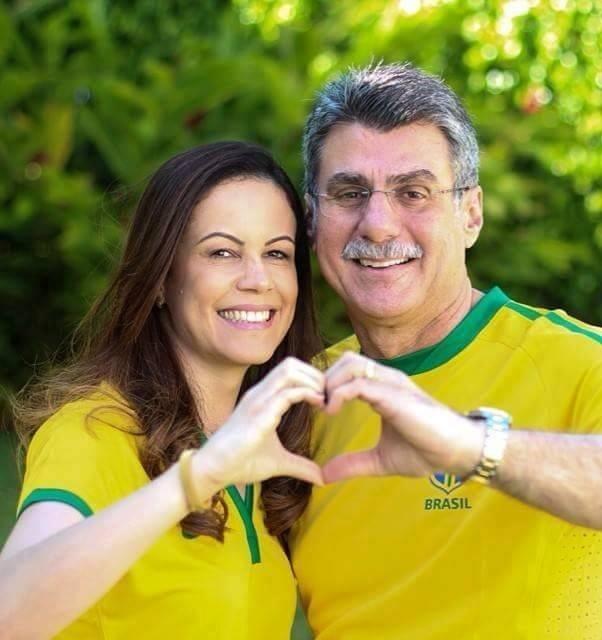 13.dez.2016 - O senador Romero Jucá (PMDB-RR) com a mulher. Apelidado de Caju nas planilhas, ele é suspeito de receber 19,9 milhões de reais da Odebrecht