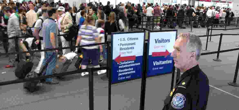 Fila para a imigração em aeroporto nos EUA - Steve Sapp/Flickr U.S. Customs and Border Protection Follow