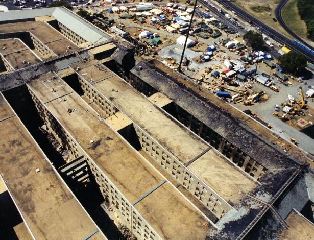 Vista aérea do prédio do Pentágono mostra a destruição no edifício e o ponto que o avião da America Airlines, usado no atentado realizado pela Al-Qaeda, atingiu o edifício