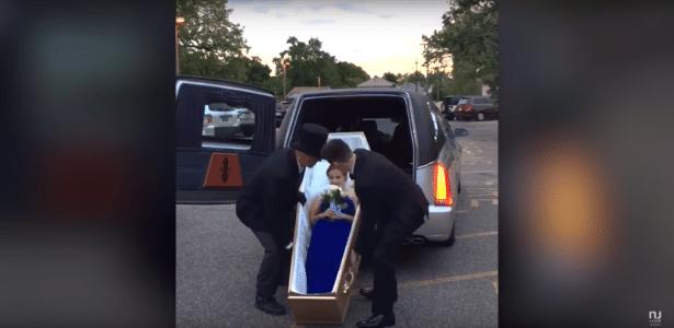 Adolescente queria se divertir, mas também sonha em ser agente funerária
