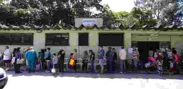 Fila para vacinação contra febre amarela na UBS Mariquinha Sciáscia, próximo ao Horto Florestal, zona norte de São Paulo  - Newton Menezes/Futura Press/Estadão Conteúdo