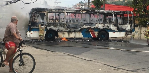 O coletivo 541 (Nova Iguaçu x Cascadura) é o 14º ônibus incendiado no Estado em 2018
