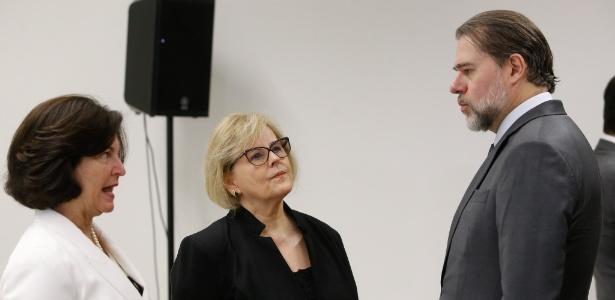 06.Out.2018 - A presidente do TSE, Rosa Weber, conversa com o presidente do STF, Dias Toffoli, a procuradora-geral da República, Raquel Dodge