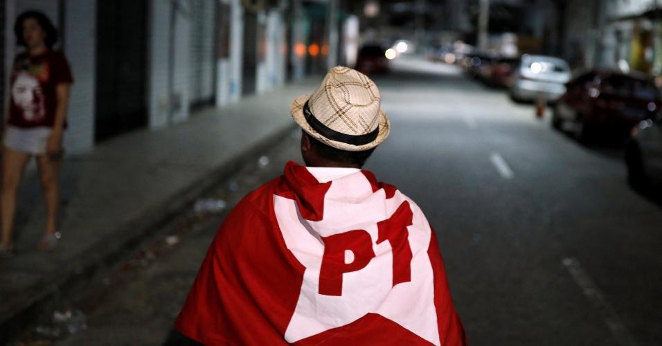 Apoiadores de Fernando Haddad, candidato presidencial do PT, caminha pelas ruas de Fortaleza