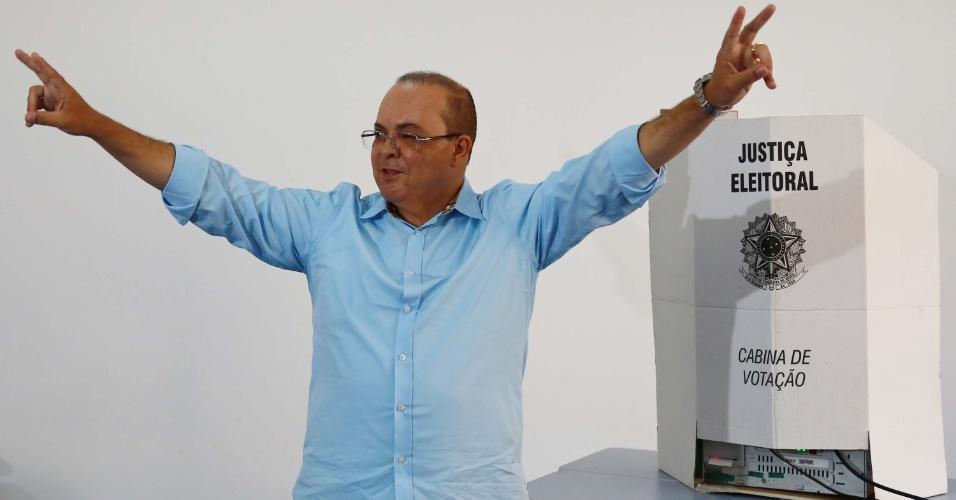 28.out.2018 - O candidato a governador do Distrito Federal Ibaneis Rocha (MDB) vota em escola no Lago Sul, em Brasília (DF)
