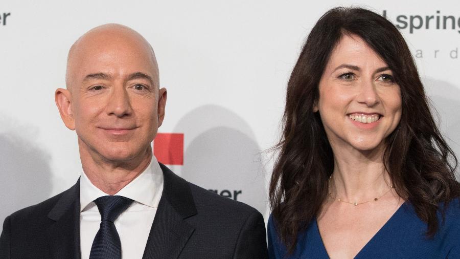 Jeff Bezos e MacKenzie Bezos são o homem e a mulher mais ricos do mundo - Jorg Carstensen/AFP