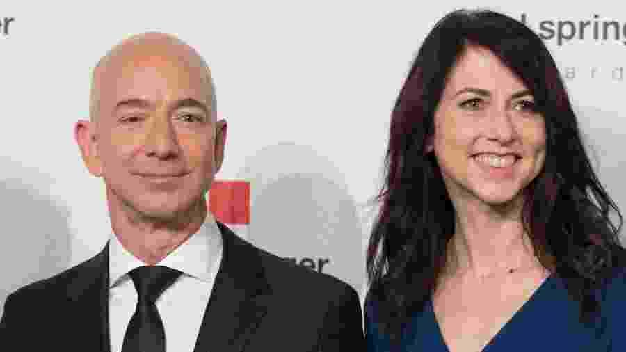 O multibilionário Jeff Bezos e a ex-esposa, MacKenzie Bezos -