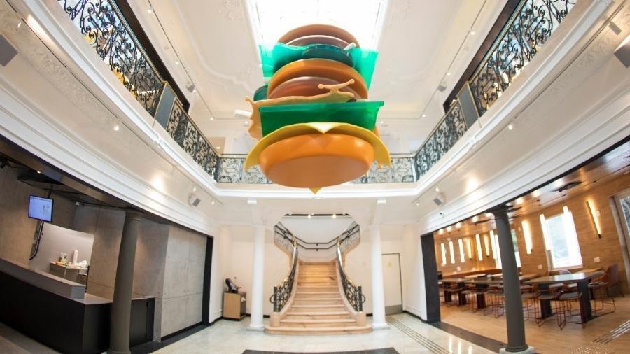 Escultura do Big Mac dentro do Méqui Mil, na Paulista - Divulgação