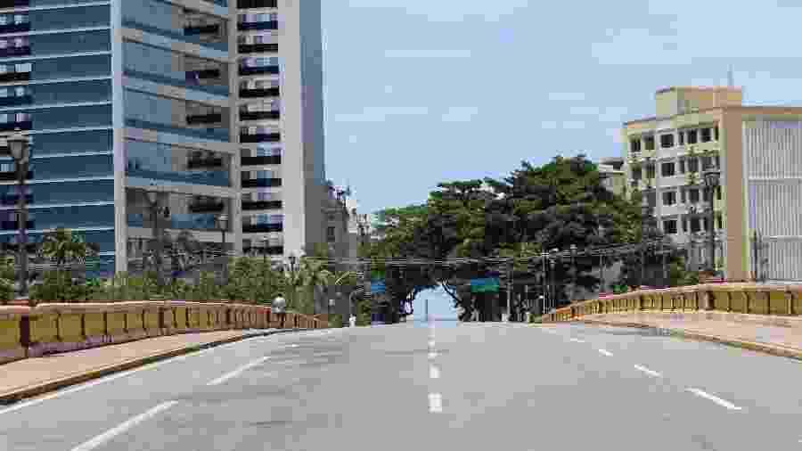 17/03/2020 - Ponte Princesa Isabel relativamente vazia no Centro de Recife (PE), por conta do coronavírus - Marlon Costa/Futura Press/Estadão Conteúdo