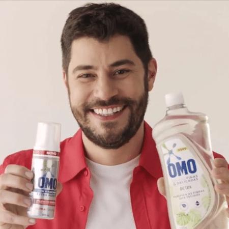 O jornalista Evaristo Costa em ação no Instagram da Omo - Reprodução