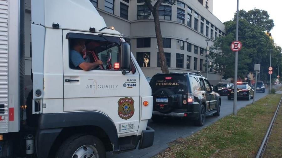 Um caminhão-baú foi usado pela PF (Polícia Federal) para transportar as obras de arte apreendidas em nova fase da Lava Jato - Arquivo Pessoal