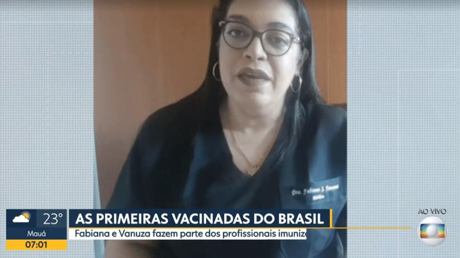 Fabiana Fonseca, médica geriatra, foi uma das primeiras vacinadas contra a covid-19 no Brasil - Reprodução/TV Globo