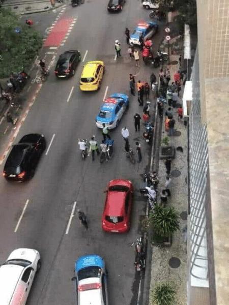 Segundo testemunha, homem passou em moto atirando em pessoas sentadas no estabelecimento - Reprodução/Facebook/Alexandre Benchimol
