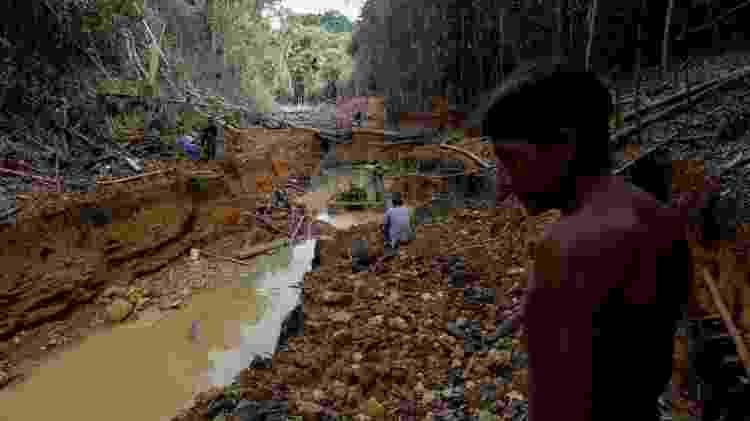 Conflitos mais violentos entre indígenas e garimpeiros ocorrem no âmbito da extração ilegal de minérios. Mas há relatos de atritos entre populações e grandes empresas nacionais e internacionais - Reuters - Reuters