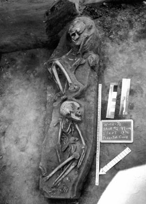 Esqueletos descobertos em 1976 na comunidade de La Jolla, em San Diego (EUA)