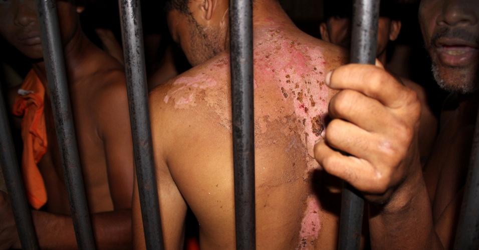 1.mar.2016 - Detentos denunciam torturas cometidas por agentes do Estado no Complexo Penitenciário de Pedrinhas, em São Luís (MA)