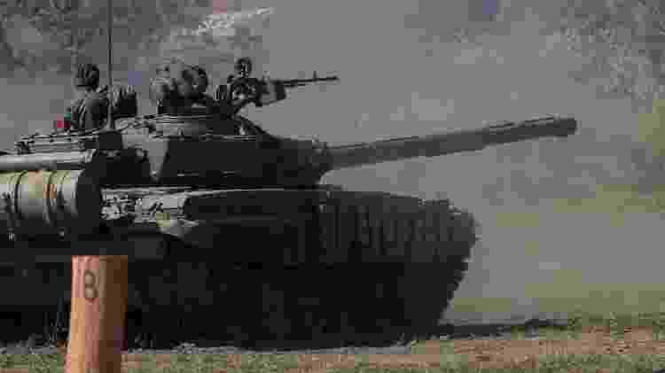 27.jan.2019 - Tanque T-72 usado em exercício militar na Venezuela - AFP/ Presidência da Venezuela / Marcelo Garcia - AFP/ Presidência da Venezuela / Marcelo Garcia
