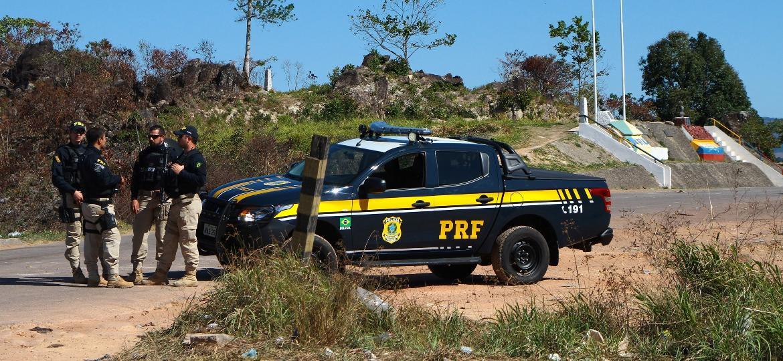Agentes do Exército, Força Nacional e Polícia Rodoviária Federal montam bloqueios na faixa de fronteira em Pacaraima (RR) - EDMAR BARROS/FUTURA PRESS/FUTURA PRESS/ESTADÃO CONTEÚDO