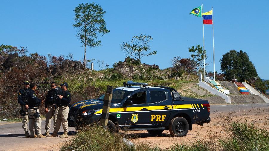 Agentes do Exército, Força Nacional e Polícia Rodoviária Nacional montam bloqueios na faixa de fronteira em Pacaraima (RR) - EDMAR BARROS/FUTURA PRESS/FUTURA PRESS/ESTADÃO CONTEÚDO
