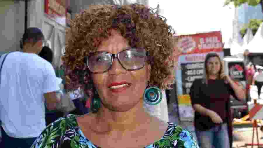 Edna Teixeira, de 58 anos, passou 11 horas na fila do Mutirão do Emprego, mas não conseguiu um trabalho - Felipe Souza/BBC News Brasil