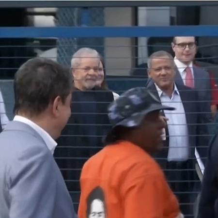 Resultado de imagem para Lula deixa carceragem da PF em Curitiba