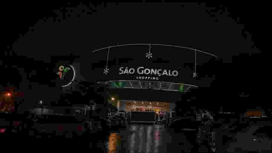 Fachada do São Gonçalo Shopping, local alvo de tentativa de assalto que terminou com policial morto - Divulgação/Facebook