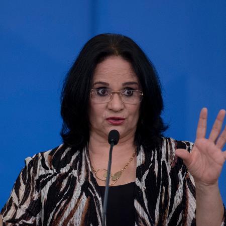 A ministra da Mulher, da Família e dos Direitos Humanos, Damares Alves, em cerimônia no Palácio do Planalto - Mateus Bonomi/AGIF/Estadão Conteúdo