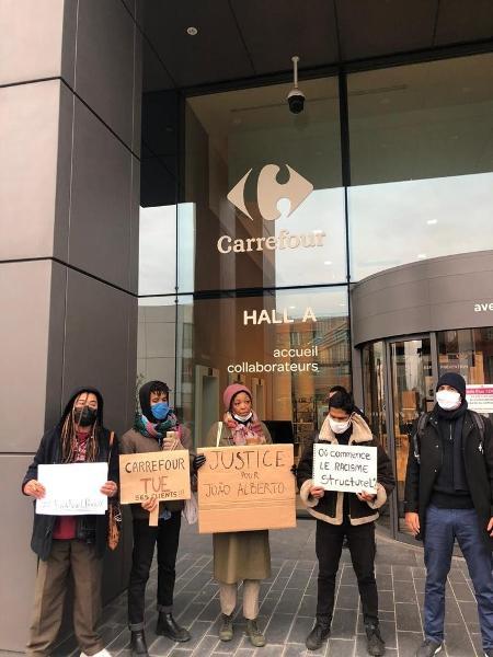 Manifestação em frente a sede mundial do Carrefour, em protesto pela morte de João Alberto - Divulgação/Coalizão negra por direitos