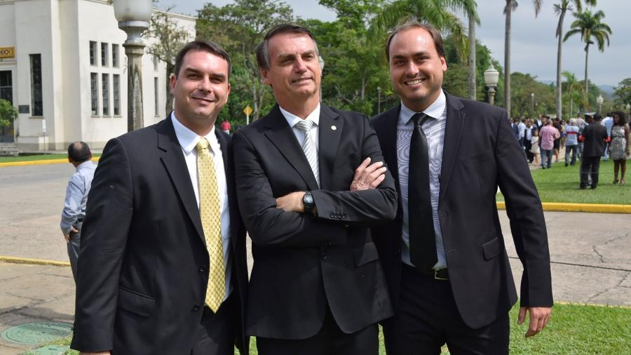 Jair, Carlos e Flavio Bolsonaro - Flick Bolsonaro/Reprodução